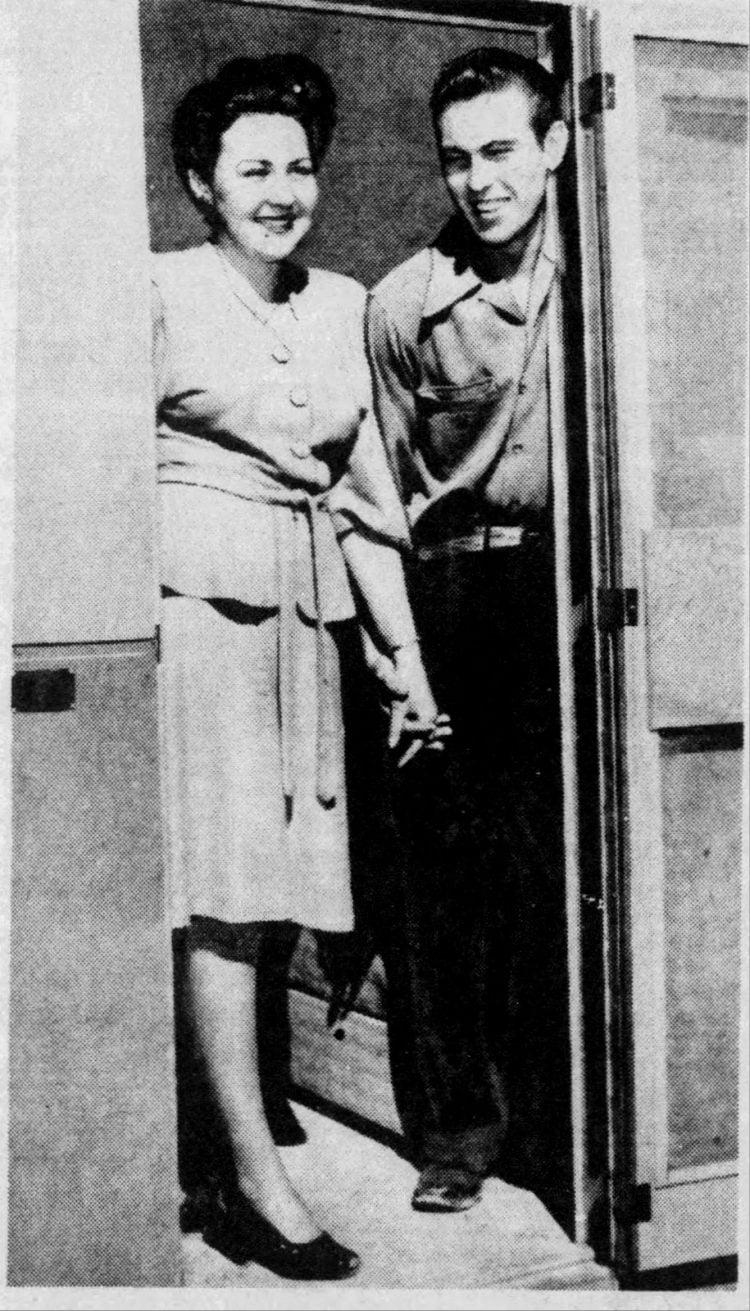 14-year-old Woo Woo Kid gets married Sonny Wisecarver 1944 (3)