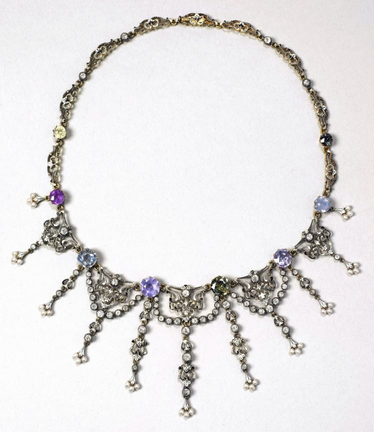 1890s necklace with gold sapphires diamonds pearls