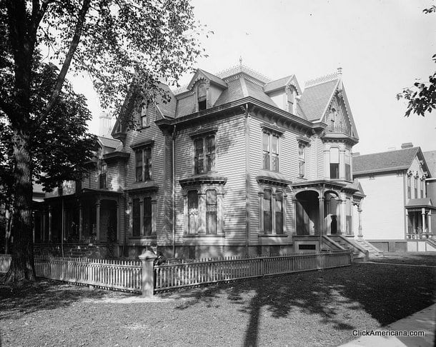 1900-Mrs. Hubbard's residence, corner Second and Joy, Detroit, Mich
