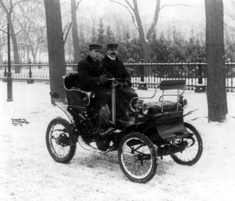 1901-De Dion motor carriage