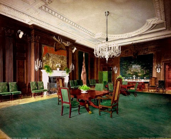 A tour of the White House (1904)