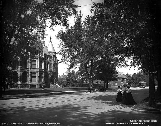 1905-David Whitney Jr. House at left; Detroit Athletic Club (largely obscured) at right