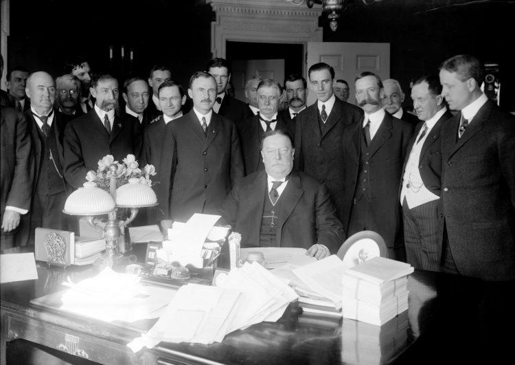 1912 President Taft signing Arizona Statehood Bill