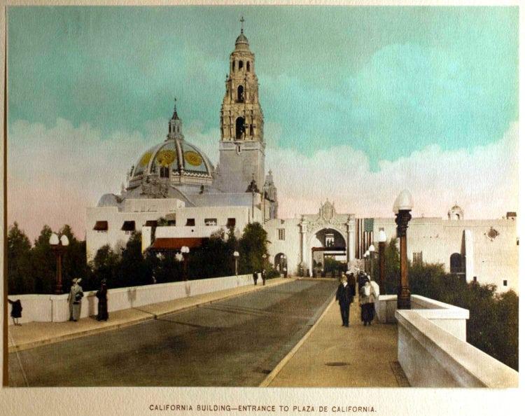 1916 Panama-California Exposition - California Building and entrance to Plaza De California