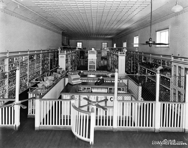 Inside a Piggly Wiggly grocery store (1918)