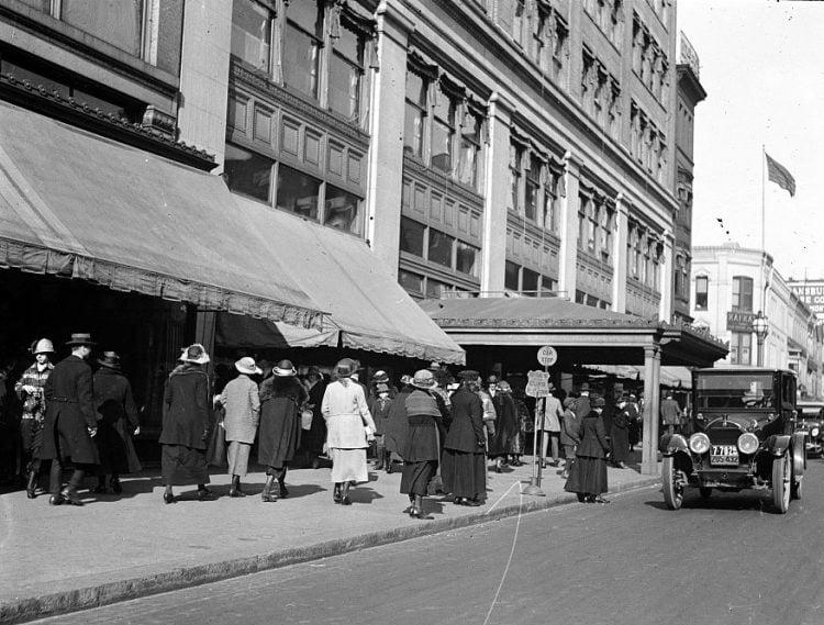 1920s shoppers in Washington DC