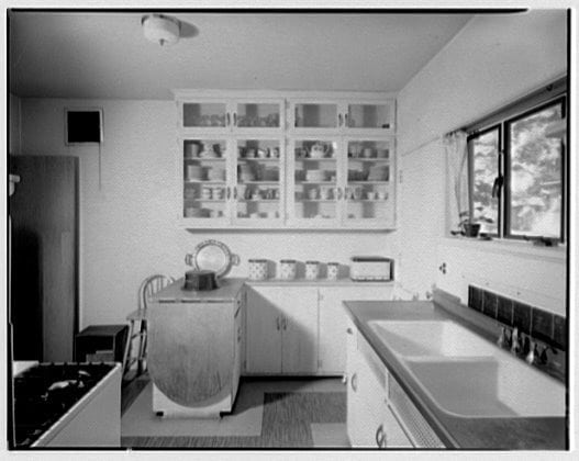 1950 Kitchens see 6 kitchens from 1950 - click americana
