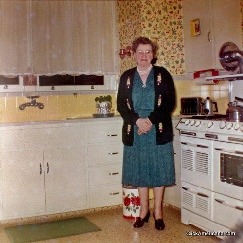 A 1950s home tour Click Americana – 1950s Bedroom
