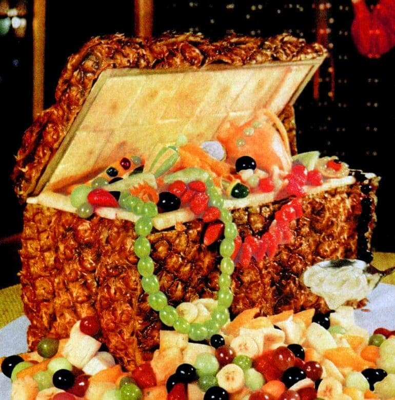 1960 How to make a pineapple treasure chest centerpiece