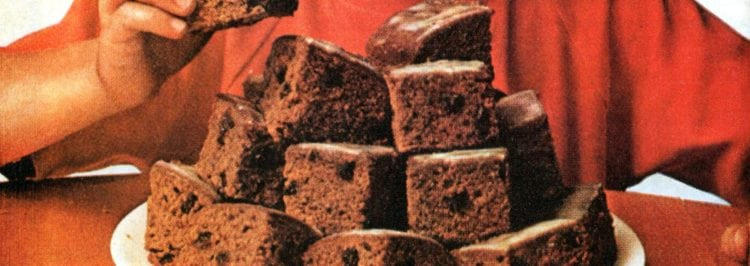 Vintage recipe for one-bowl applesauce cake