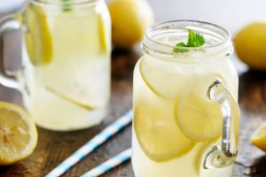 20 delicious & refreshing old-fashioned lemonade recipes