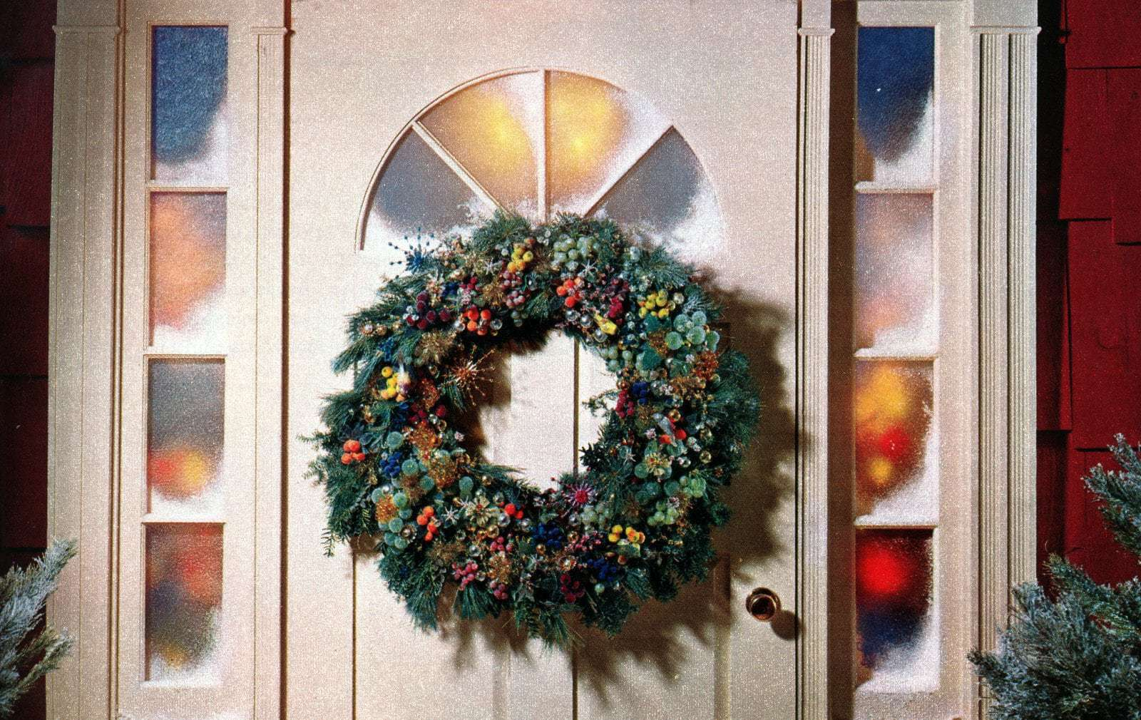 35 Christmas Door Decoration Ideas Wreaths So You Can Celebrate The Vintage Way Click Americana