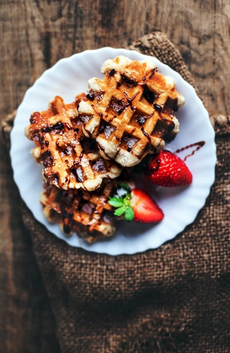 10 ways to make old-fashioned waffles (1939)