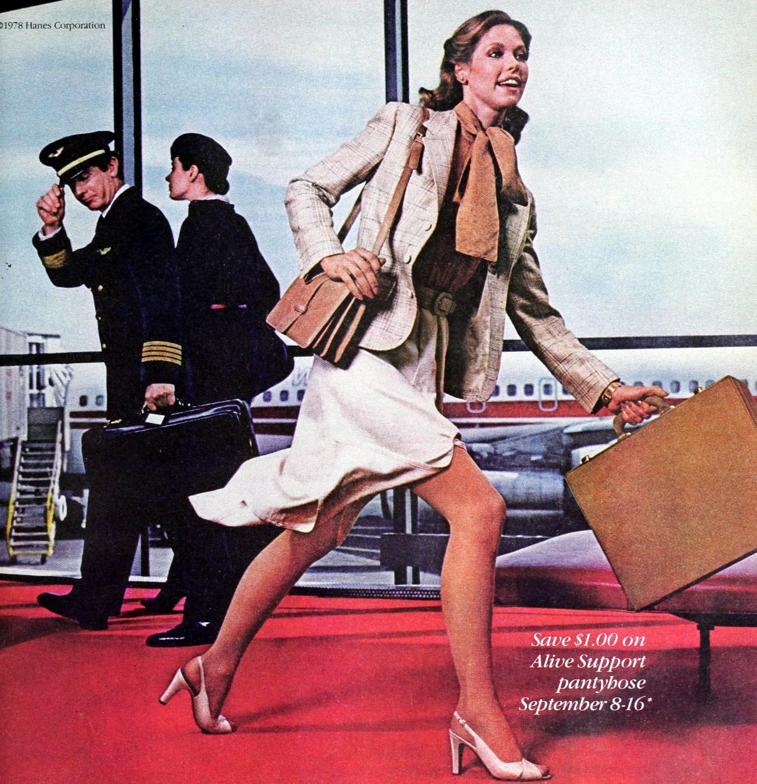 70s woman in business suit with skirt rushing through the airport (1978)