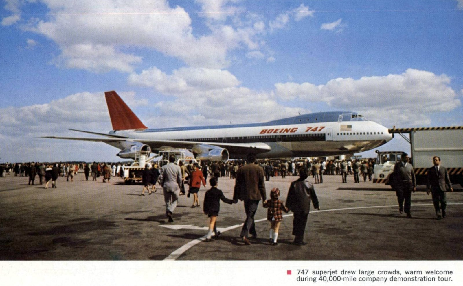 747 plane on 40000 mile company demonstration (1970)