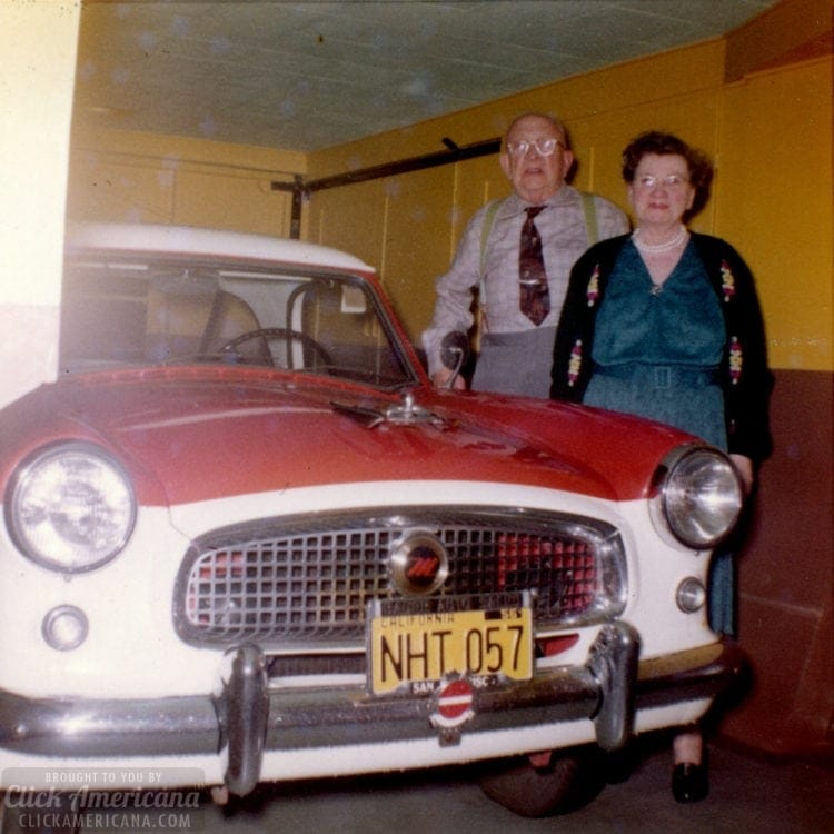 A 1950s home tour - A small house in San Francisco - Garage with Nash car - Click Americana