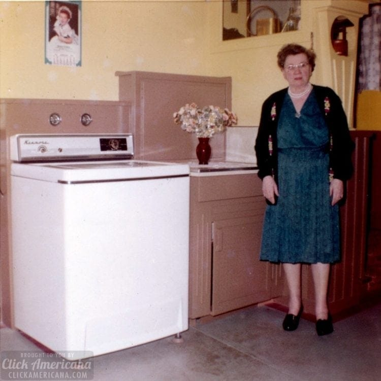 A 1950s home tour - A small house in San Francisco - Laundry room - Click Americana