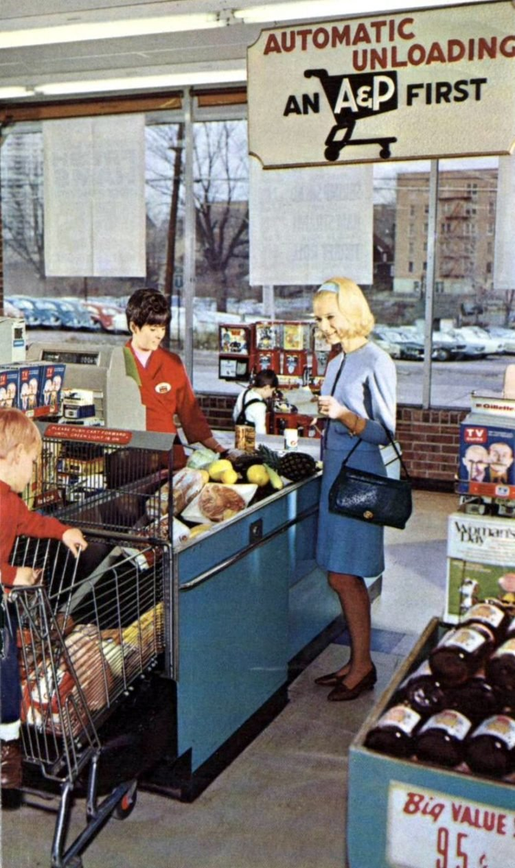 A-P vintage grocery store - 1967 Automatic cart unloading: An A&P first