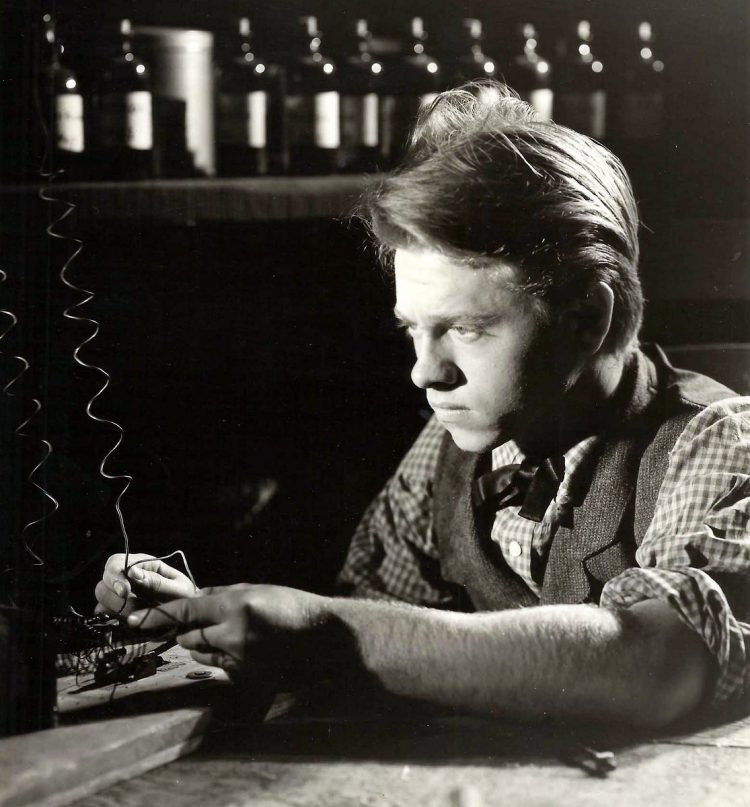 Actor Mickey Rooney as Young Tom Edison