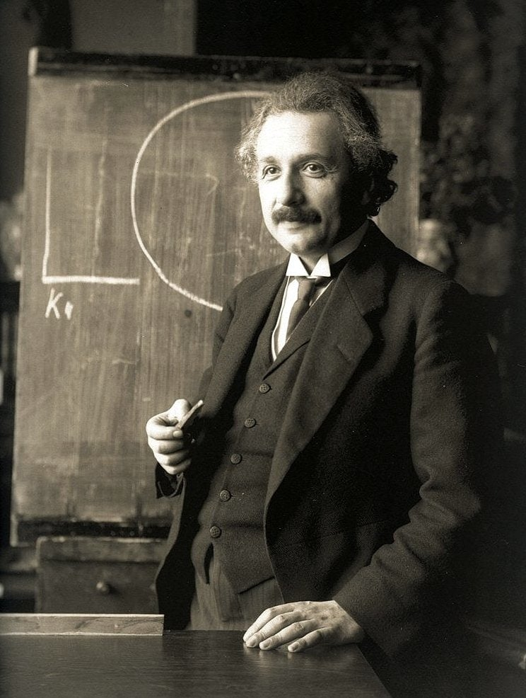 Albert-Einstein-1921-teaching