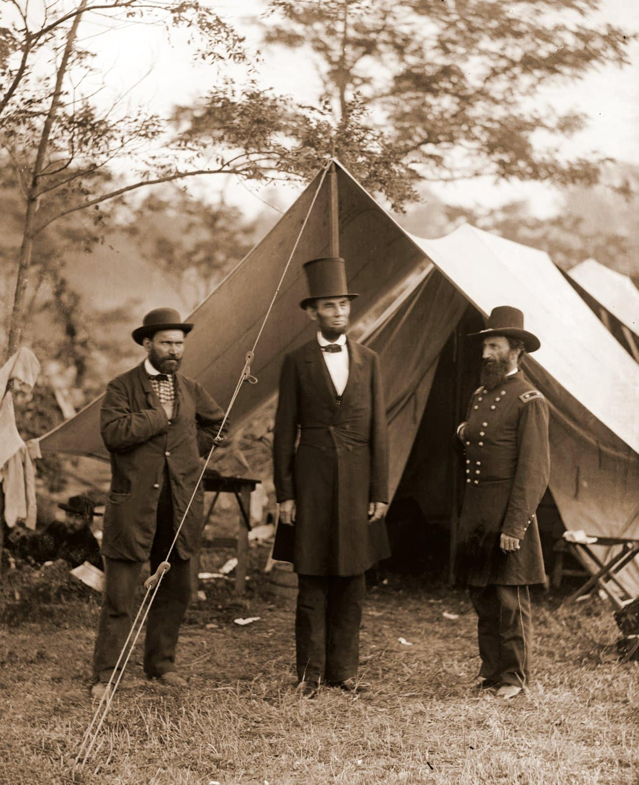 Allan Pinkerton, President Lincoln, and Maj. Gen. John A. McClernand - Civil War Battle of Antietam (1962)
