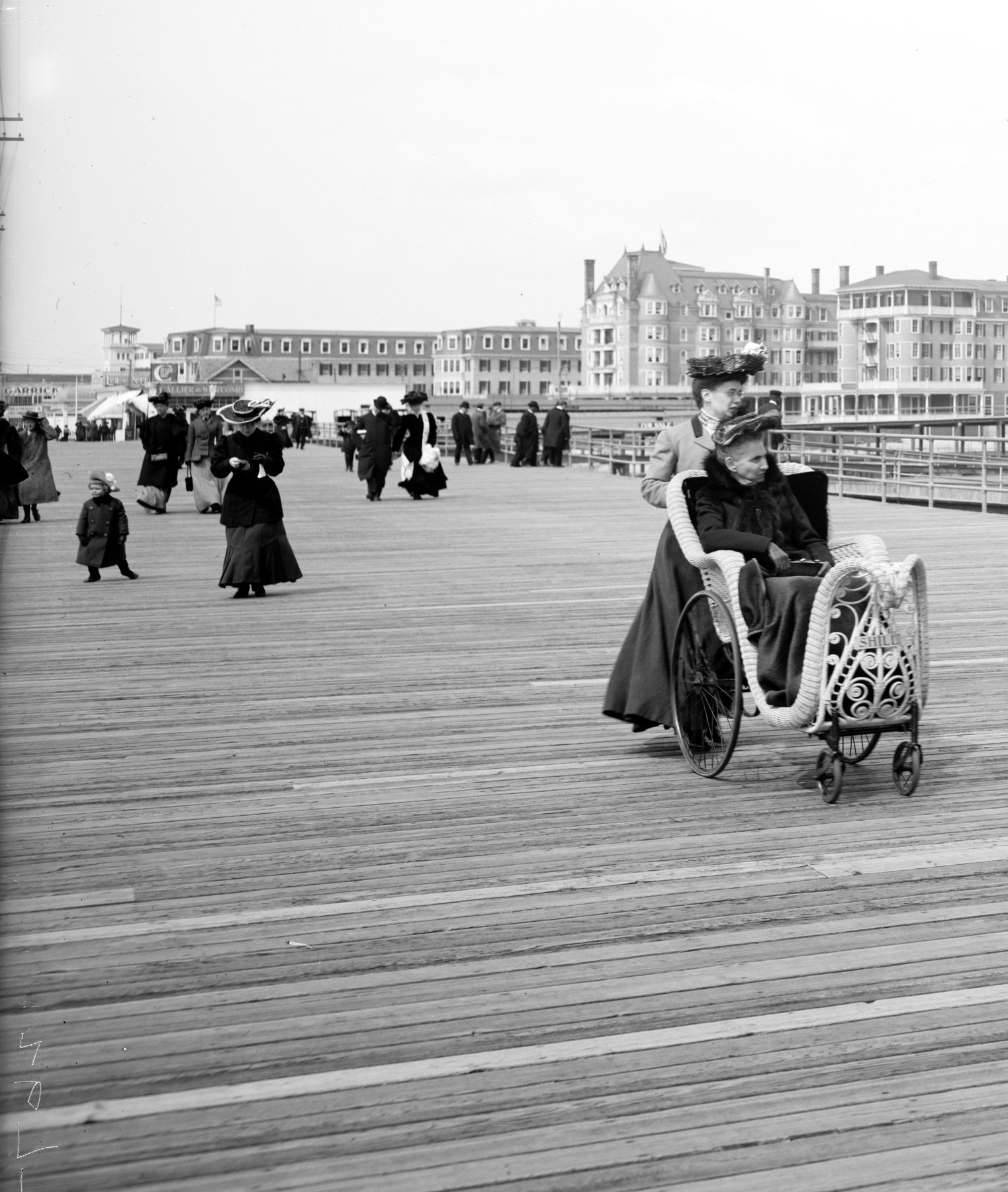 Along the boardwalk, Atlantic City with hotels in the background (around 1905) (2)
