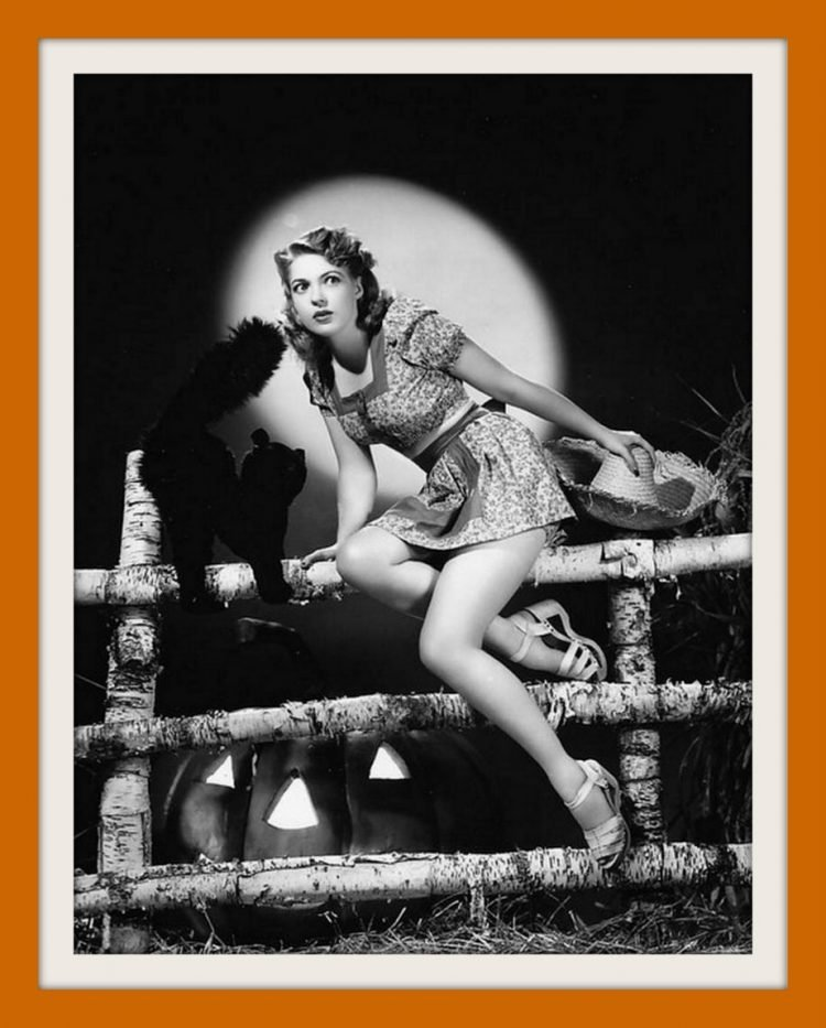 Anne Gwynne - Vintage Halloween pin-up girl