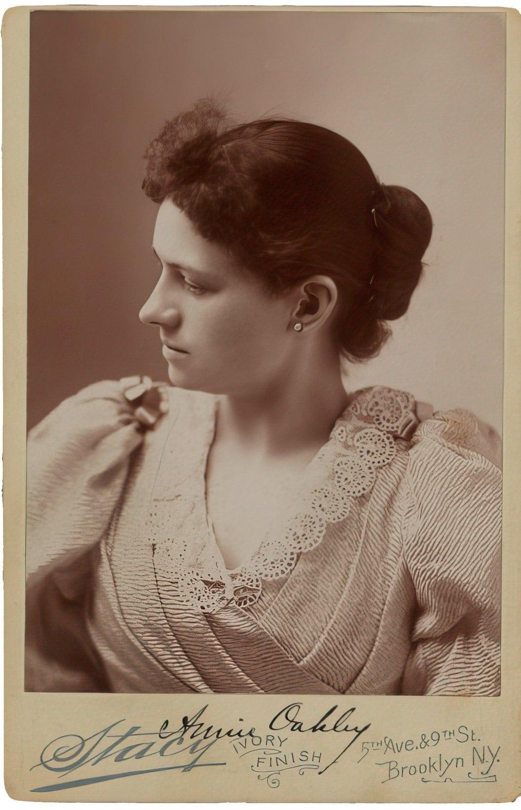 Annie Oakley formal portrait