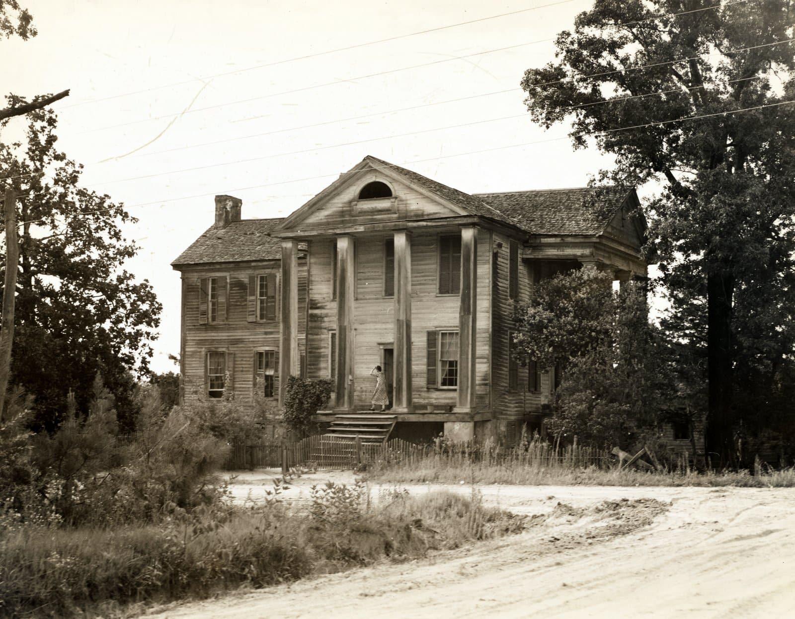 Antebellum plantation - Greene County, Georgia (1937)