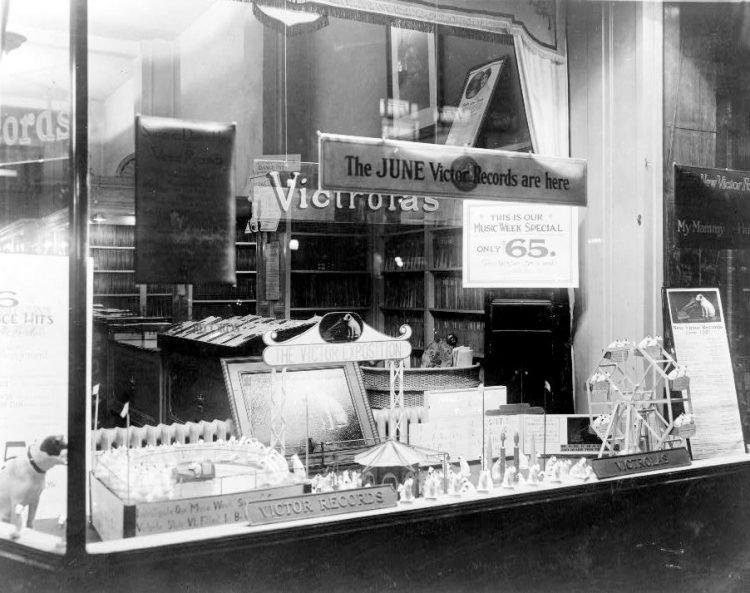 Antique Victrolas for sale in the 1920s