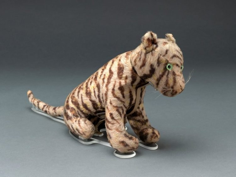 Antique Winnie the Pooh story toy - Tigger