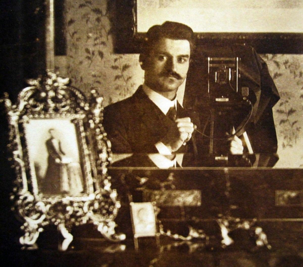 Antique mirror selfie - Late Victorian era at ClickAmericana com