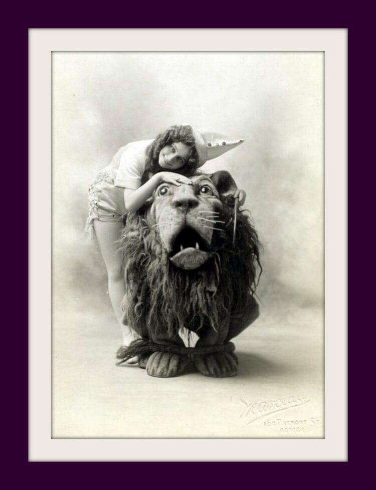 Arthur Hill as the Lion and Anna Laughlin as Dorothy