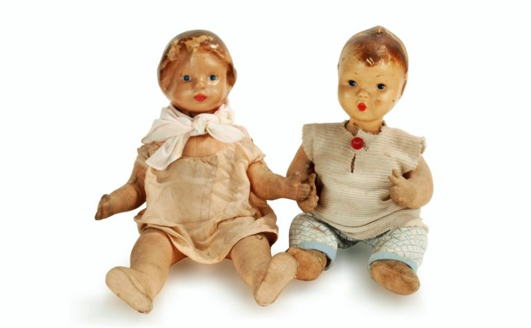 Autism 'Wooden doll' illness noted at university (1960)