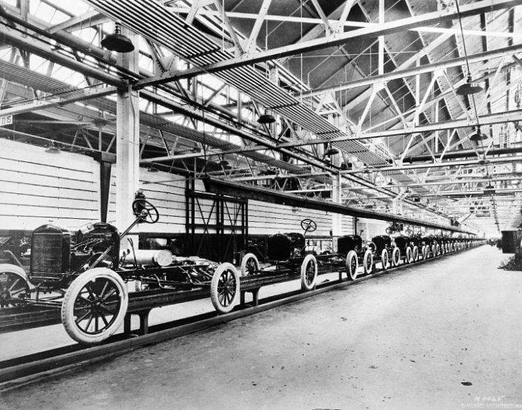 Automobile chassis on the way to final assembly 1925