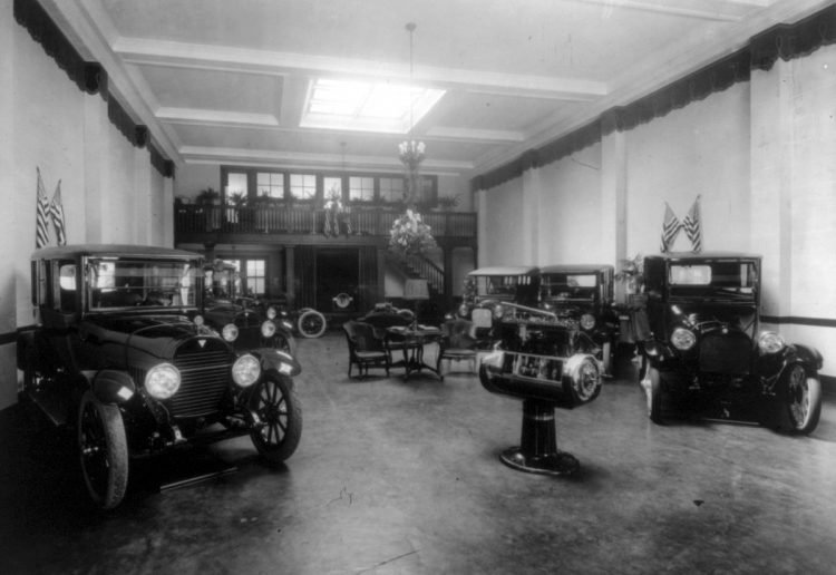 Automobile showroom (Hudsons on left)-191x