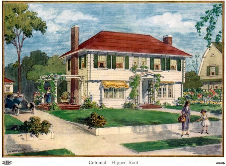 Beautiful homes from 1919 - Colonial house with a hipped roof