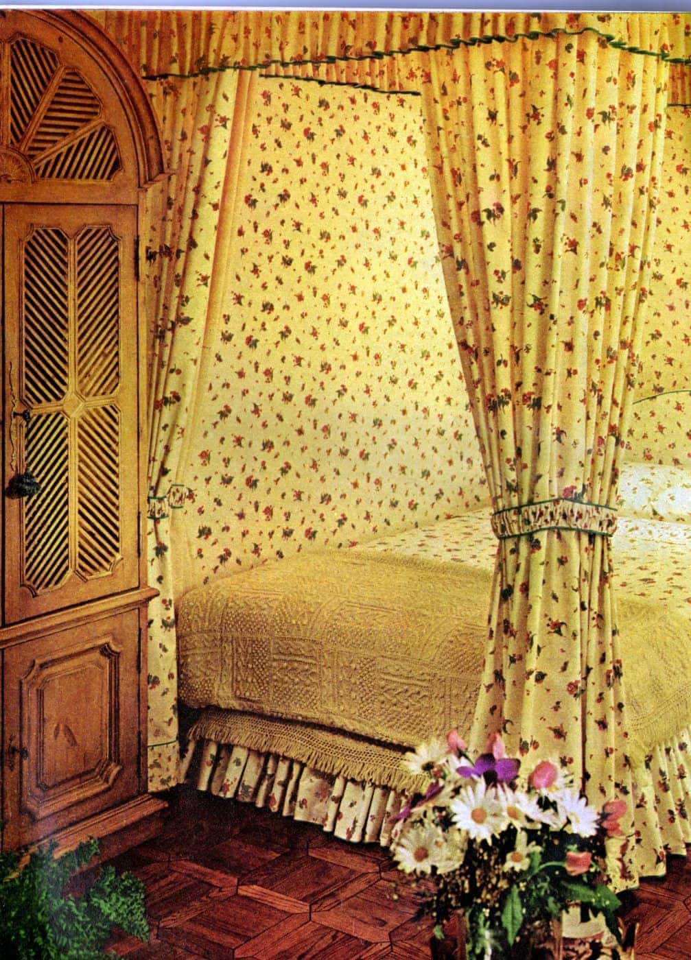 Beautiful vintage canopy beds from the 1970s (1)