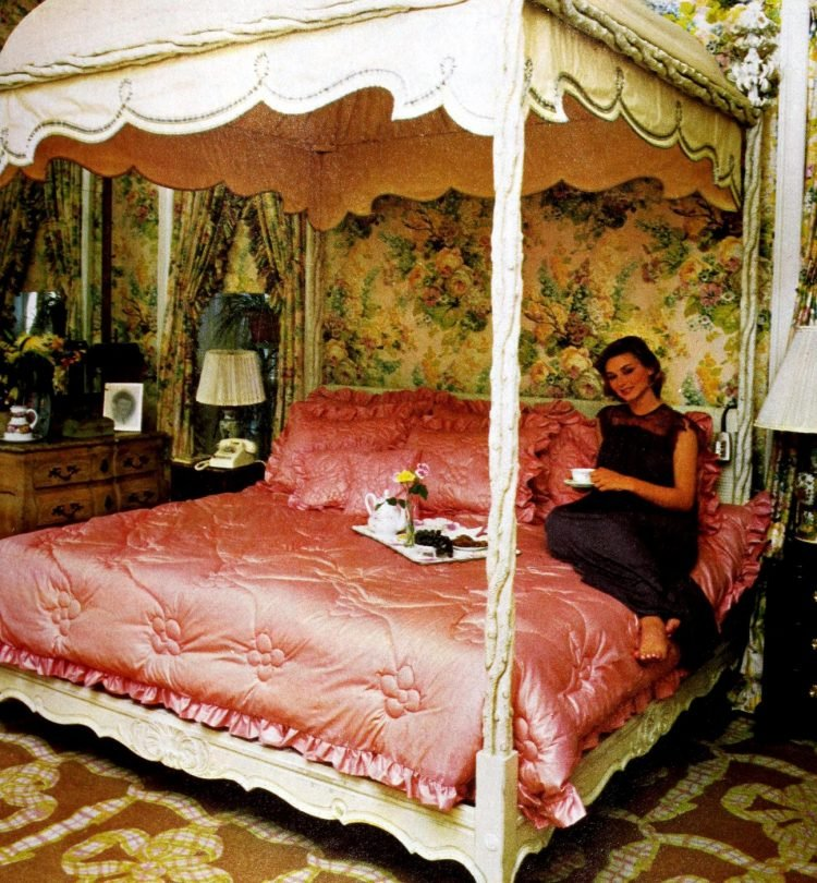 Beautiful vintage canopy beds from the 1970s (11)