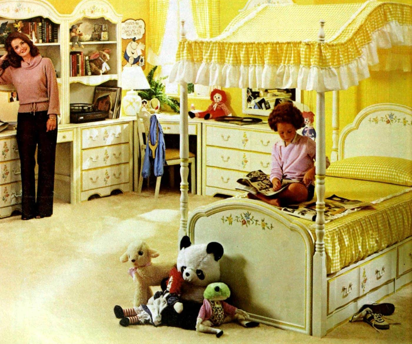 Beautiful vintage canopy beds from the 1970s (3)