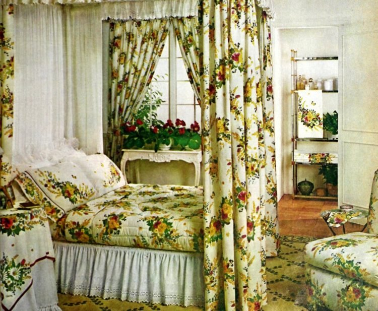 Beautiful vintage canopy beds from the 1970s (4)
