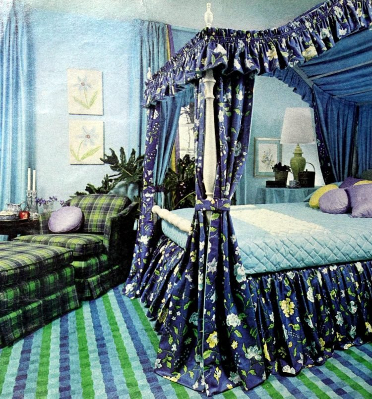Beautiful vintage canopy beds from the 1970s (5)