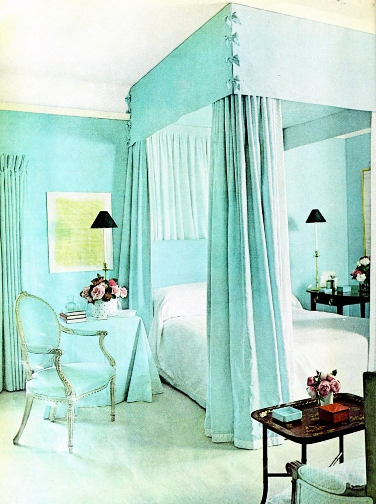 Beautiful vintage canopy beds from the 1970s (9)