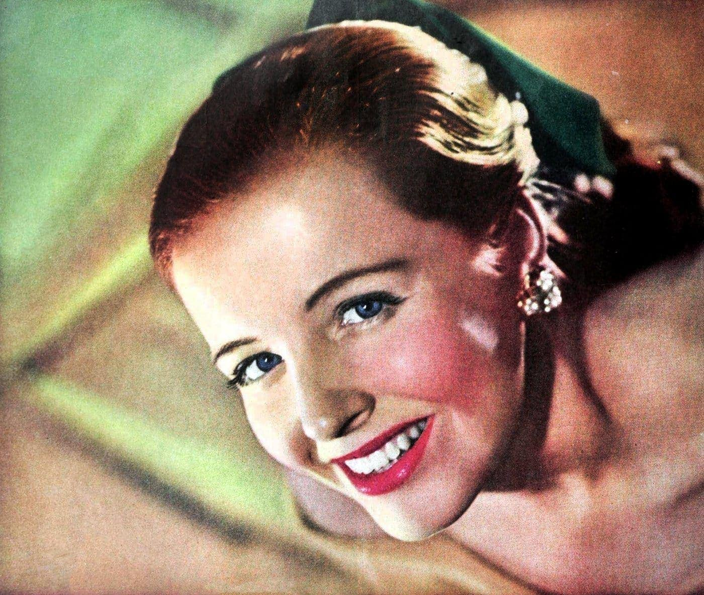 Beauty and makeup for the 1940s woman (2)