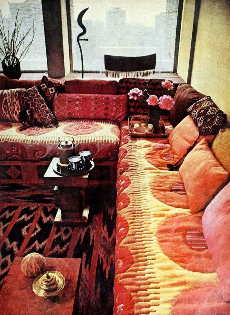 Big vintage sofas and seating areas from the 70s (2)