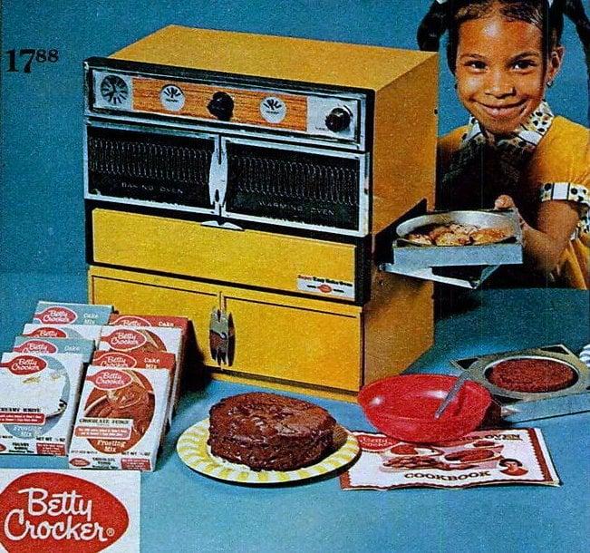 Big yellow vintage Betty Crocker Easy Bake Oven - 1960s 1970s