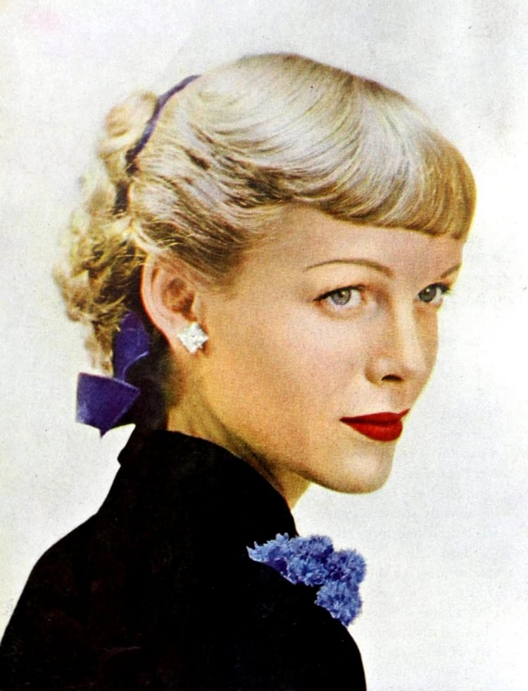 Blonde 1940s hairstyle