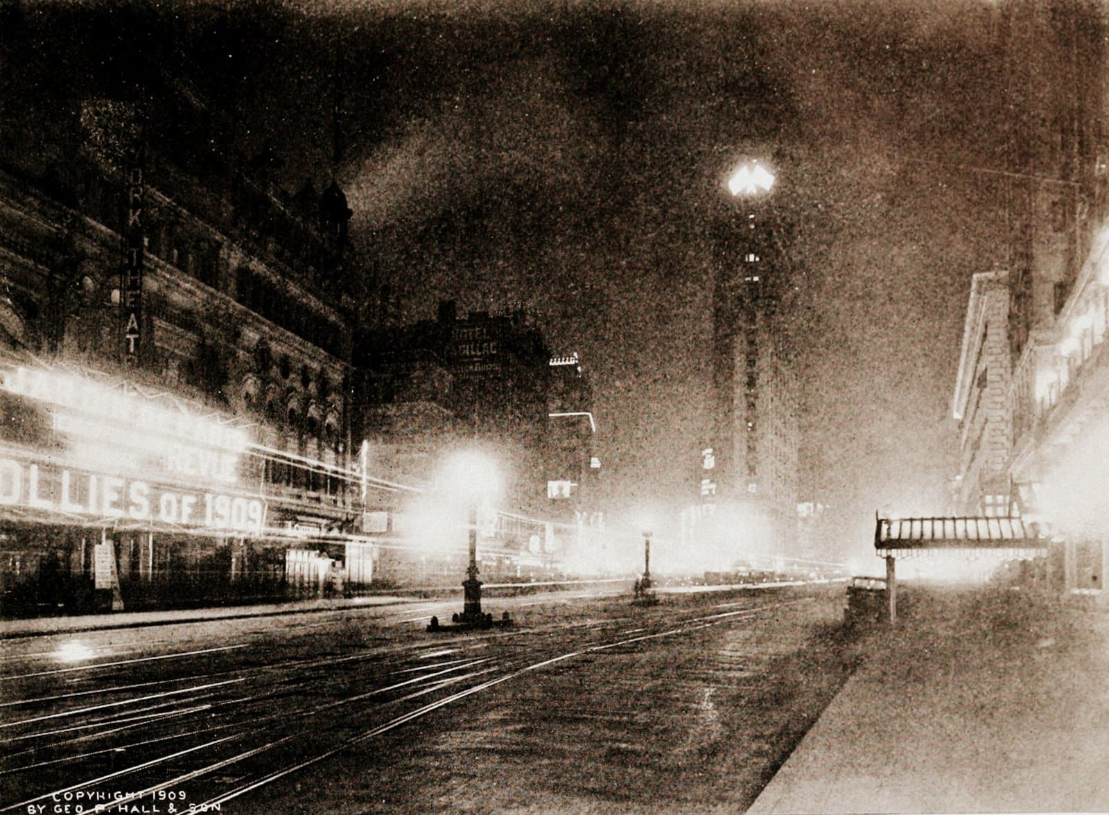 Broadway's midnight sun - Photos of old NYC from 1909 (2)