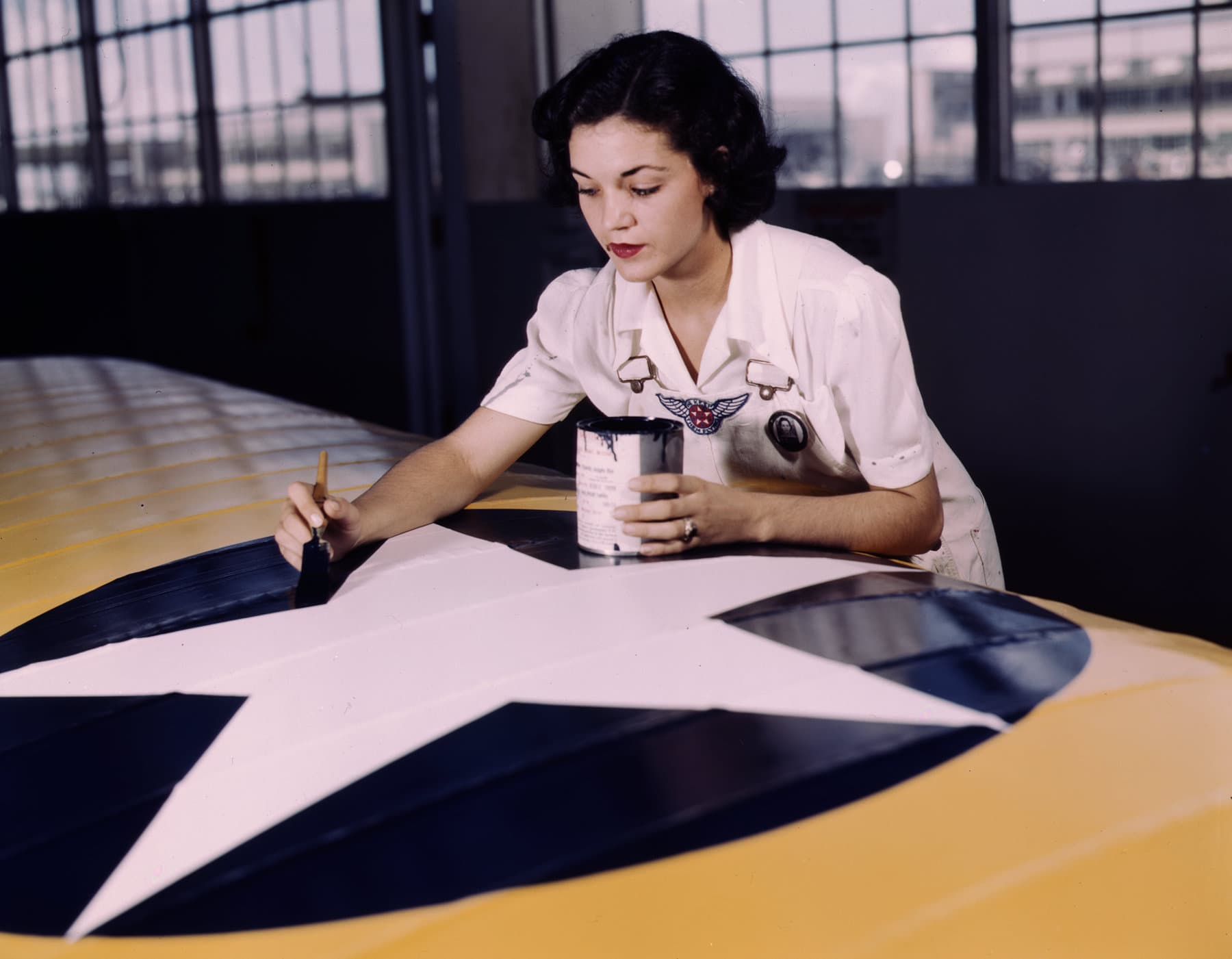 Building WWII planes - Painting the American insignia on wing