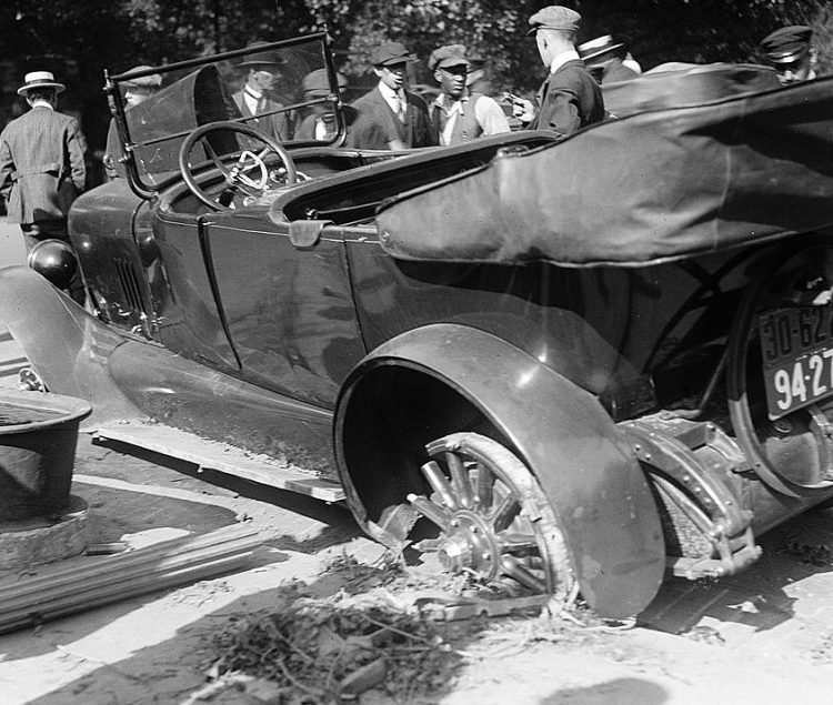 Car collision in 1918